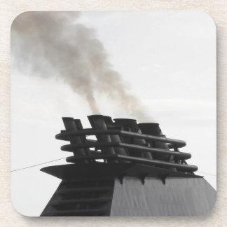 Las naves concentran la emisión de humo negro en posavasos