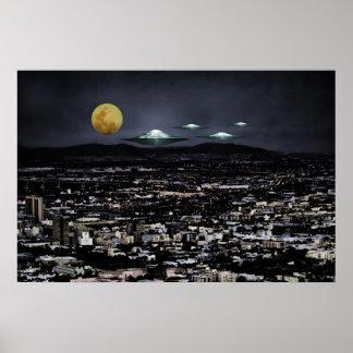 Las naves espaciales del UFO vienen a la tierra Posters