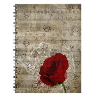 Las notas hermosas de la música del rosa rojo remo notebook