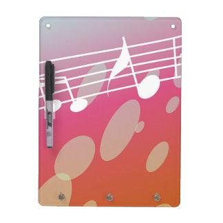 Las notas musicales secan al tablero del borrado tableros blancos