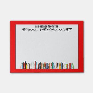 Las notas pegajosas del psicólogo enmarcado rojo post-it notas