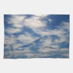 Las nubes de cirro tienen gusto de volar de los án toalla de cocina