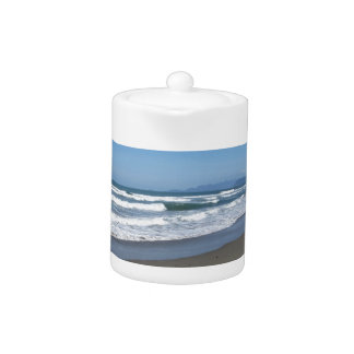 Las ondas del mar en la arena varan