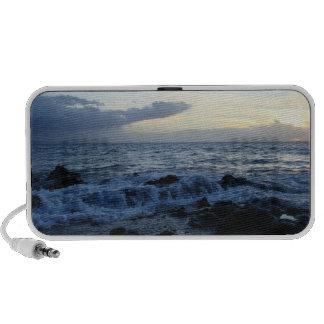 Las ondas que ruedan sobre la lava oscilan el iPod altavoz