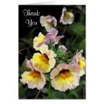 Las orquídeas amarillas le agradecen tarjetas