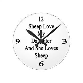 Las ovejas aman a mi hija y ella ama ovejas reloj de pared