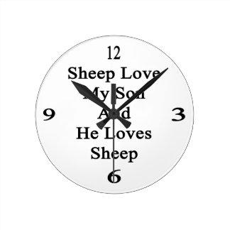 Las ovejas aman a mi hijo y él ama ovejas relojes