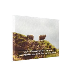 Las ovejas pastan en lona de los desiderátums de impresión de lienzo