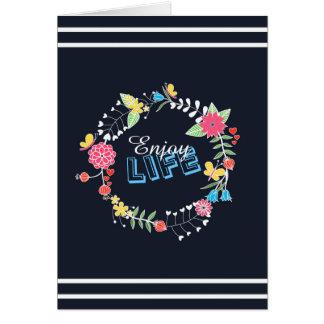 las palabras florales vibrantes femeninas de la tarjeta de felicitación