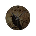 Las palabras inspiradas creen con el cuervo del vi relojes