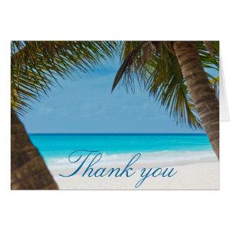 Las palmeras en el boda de playa le agradecen las tarjeta pequeña