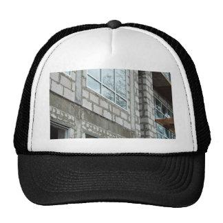 Las paredes ásperas de las costuras se cubren con gorras