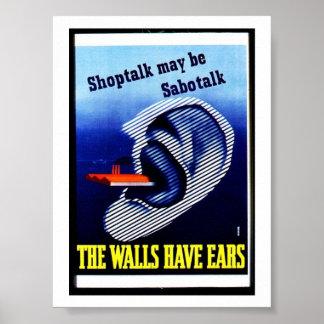 Las paredes tienen oídos poster