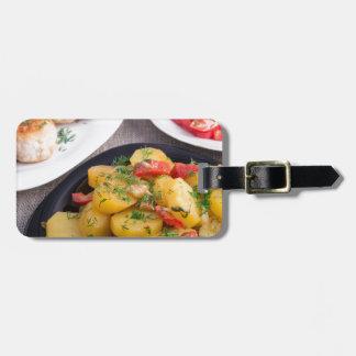 Las patatas guisadas, albóndigas picaron el pollo etiquetas para maletas