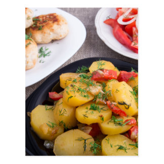 Las patatas guisadas, albóndigas picaron el pollo tarjetas postales