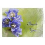 Las pequeñas flores púrpuras que casan a la dama d felicitacion