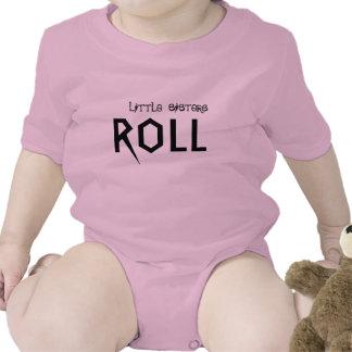 ¡Las pequeñas hermanas saben rodar! Camisetas