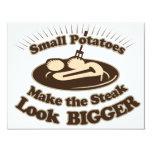 Las pequeñas patatas hacen la mirada del filete invitación 10,8 x 13,9 cm