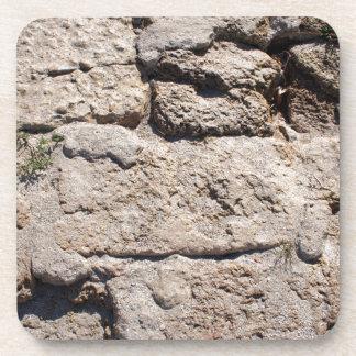 Las piedras del primer de la piedra caliza posavasos de bebida