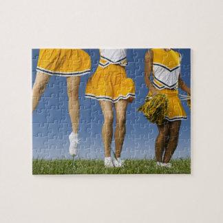 Las piernas de la animadora femenina (sección baja puzzle