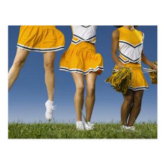 Las piernas de la animadora femenina (sección postales