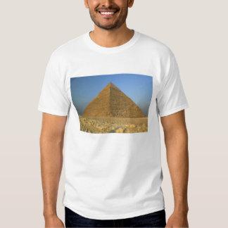 Las pirámides de Giza, que son 5000 alomost Remeras