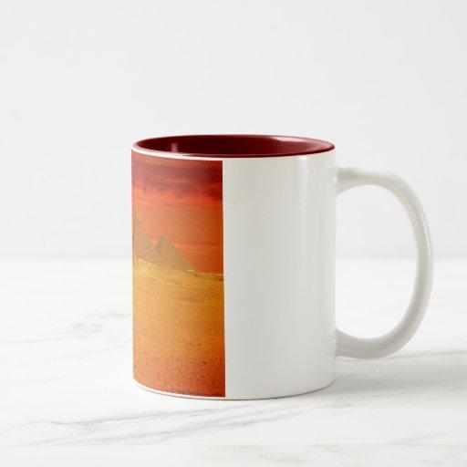 Las pirámides taza de café