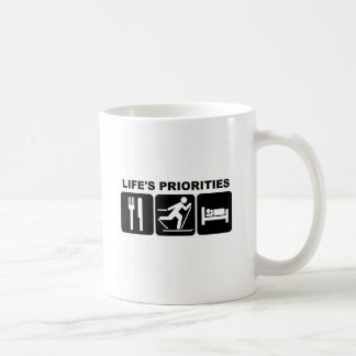 Las prioridades de la vida, esquiando taza clásica