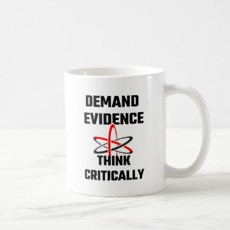 Las pruebas de la demanda piensan críticamente taza de café