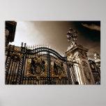 Las puertas del Buckingham Palace Póster