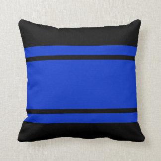 Las rayas azules de la raza negra añaden la almohada