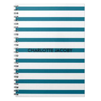 Las rayas azules y blancas personalizaron el libros de apuntes con espiral