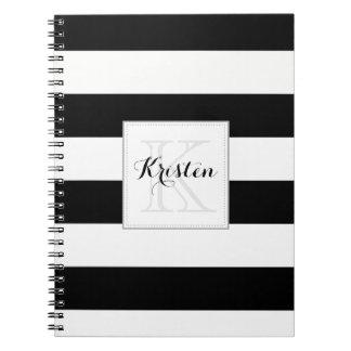 Las rayas modelan con el monograma - blanco y negr spiral notebook