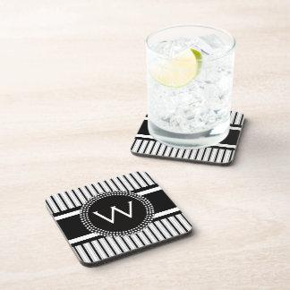Las rayas modelan con el monograma fresco posavasos de bebida