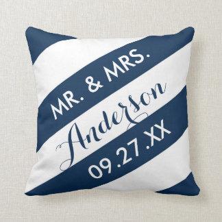 Las rayas modernas personalizaron la almohada de