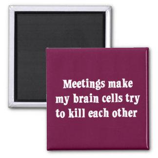 Las reuniones me hacen (2) clínicamente muerto imán cuadrado