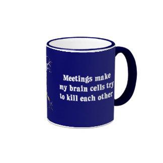 Las reuniones me hacen (2) clínicamente muerto tazas de café