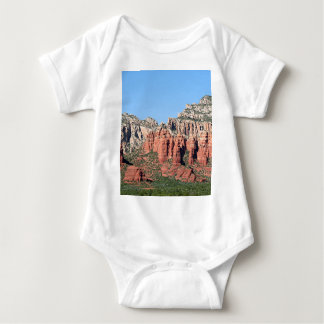 Las rocas acercan a Sedona, Arizona, los E.E.U.U. Body Para Bebé