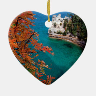 Las rocas representadas lago apuntalan Michigan Adorno Navideño De Cerámica En Forma De Corazón