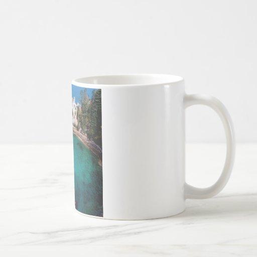 Las rocas representadas lago apuntalan Michigan su Taza