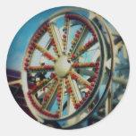 Las ruedas en el autobús pegatina redonda