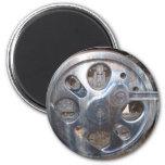 Las ruedas grandes guardan en el motor del ferroca imán redondo 5 cm