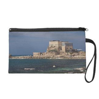 Las ruinas de Caesarea del puerto construyeron por