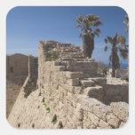 Las ruinas de Caesarea del puerto construyeron por Calcomania Cuadradas Personalizadas