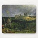 Las ruinas de Chateau de Pierrefonds, 1861 Tapetes De Ratón