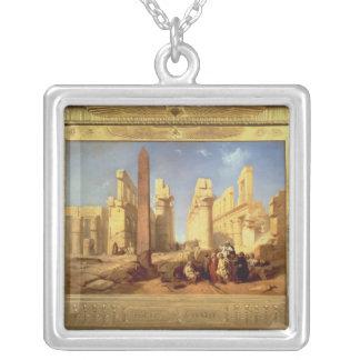 Las ruinas del palacio de Karnak en Thebes Collar Plateado