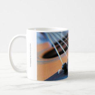 Las secuencias de la guitarra - guarde la música e taza básica blanca