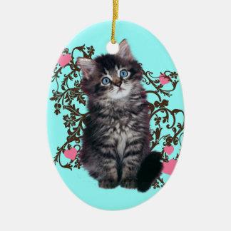 Las señoras del gato disfrutan el gatito lindo adorno navideño ovalado de cerámica