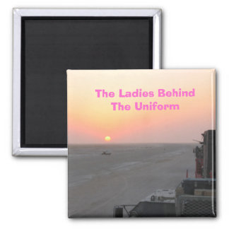Las señoras detrás del uniforme imán cuadrado
