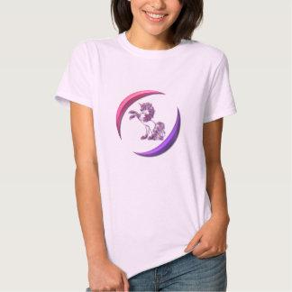 Las señoras rosadas del diseño del unicornio polera